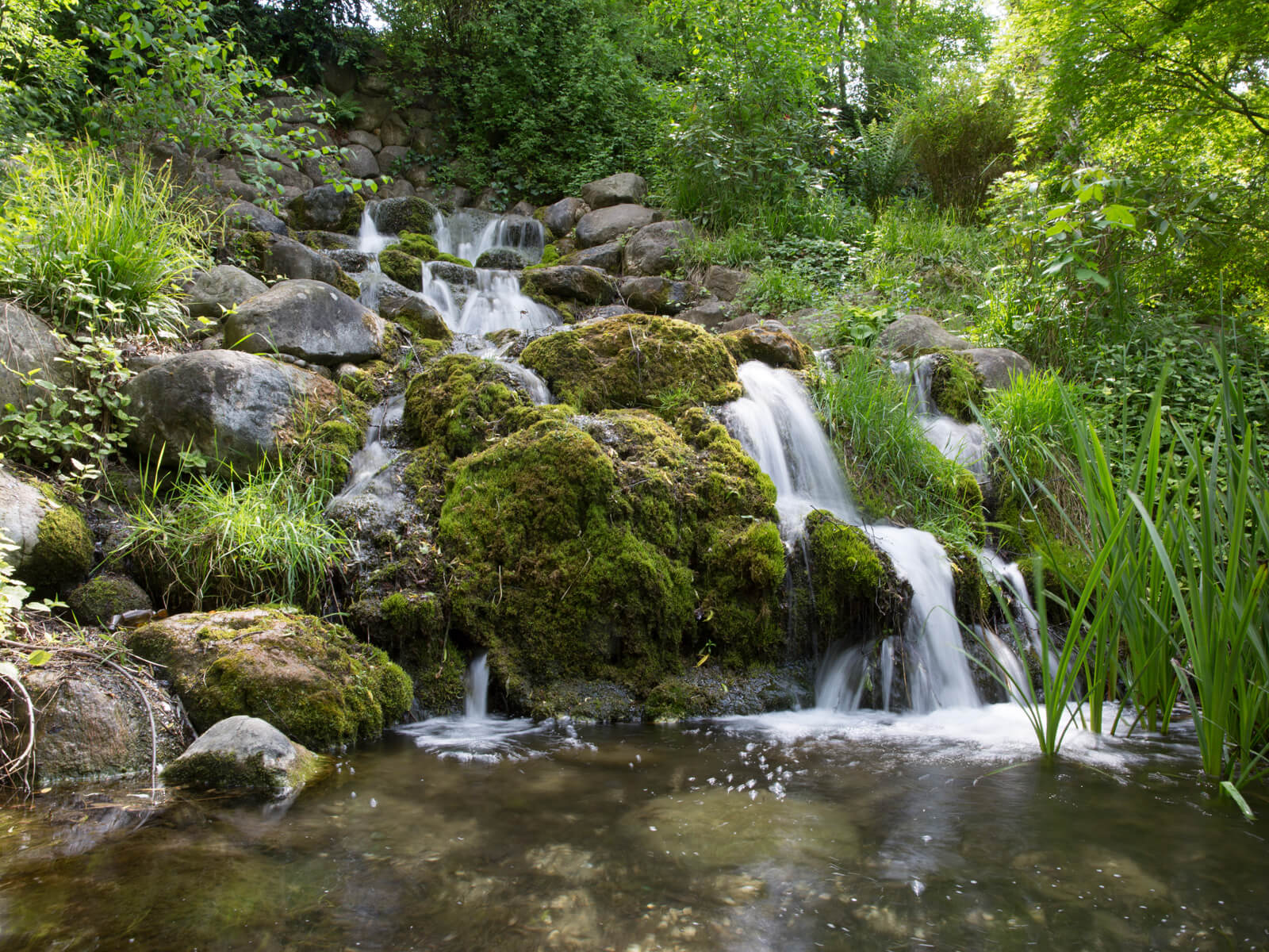 Der Wasserfall des Schmutterparks. Foto: Ulrike Klumpp