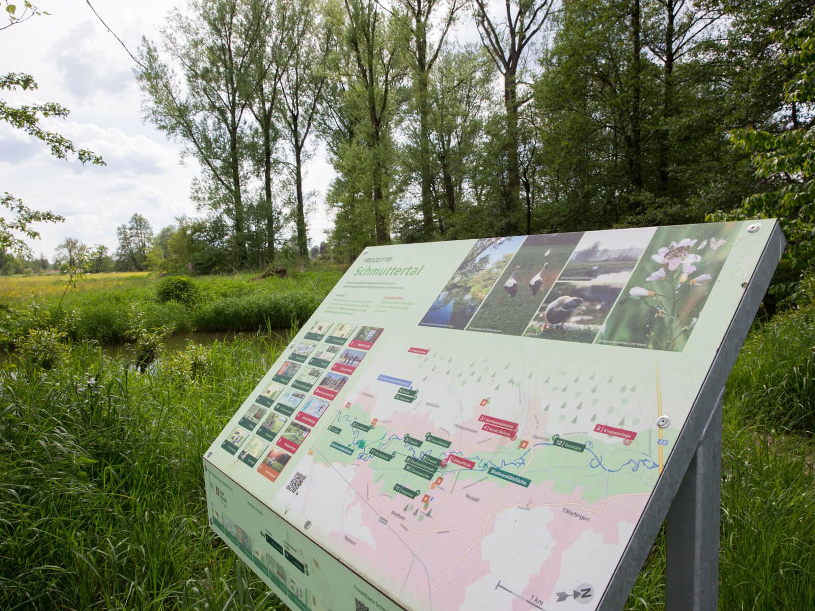 Infotafeln im Schmuttertal informieren über das Naturjuwel. Foto: Ulrike Klumpp