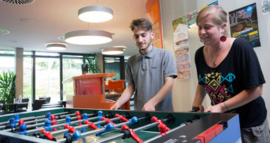 Wer macht das entscheidende Tor? Kickern im Jugendkulturhaus Stereoton. Foto: Ulrike Klumpp