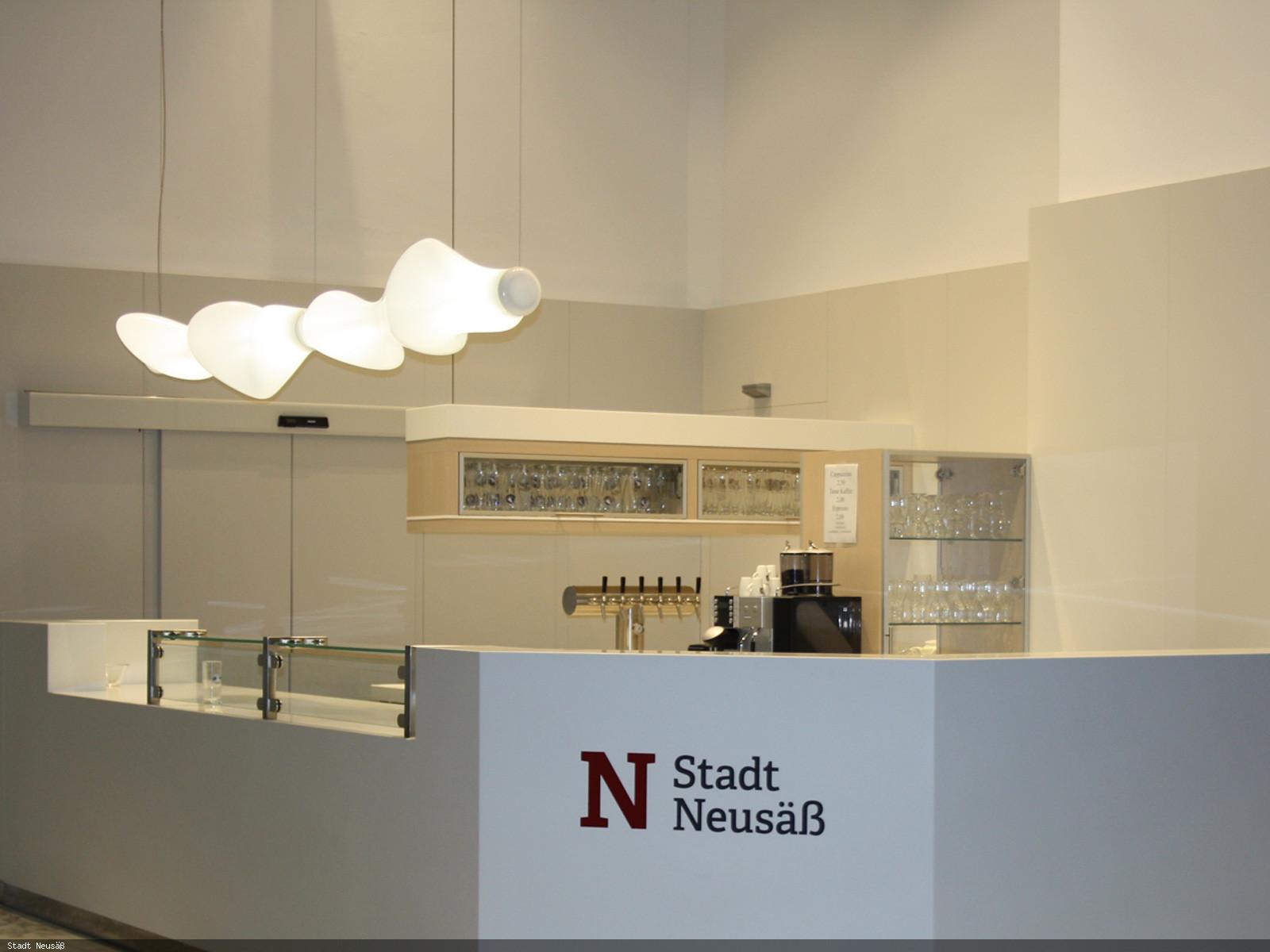Getränketheke im Foyer der Stadthalle. Foto: Stadt Neusäß