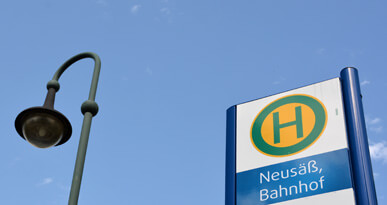 Bushaltestelle am Bahnhof Neusäß. Foto: Kerstin Weidner