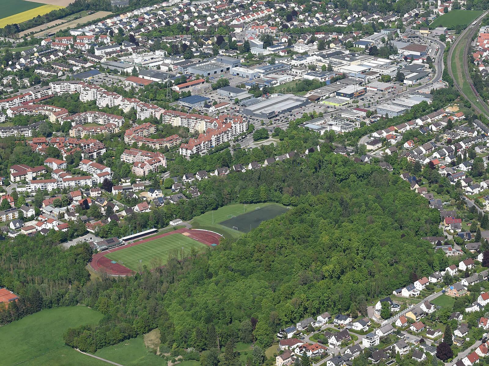 Luftbild vom Lohwald und angrenzenden Lohwaldstadion. Foto: Marcus Merk.