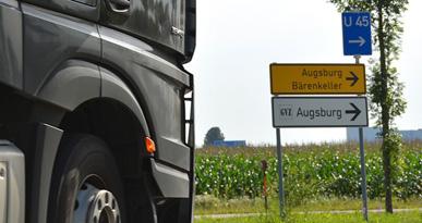 Ein LKW biegt zum Güterverkehrszentrum ab. Foto Kerstin Weidner