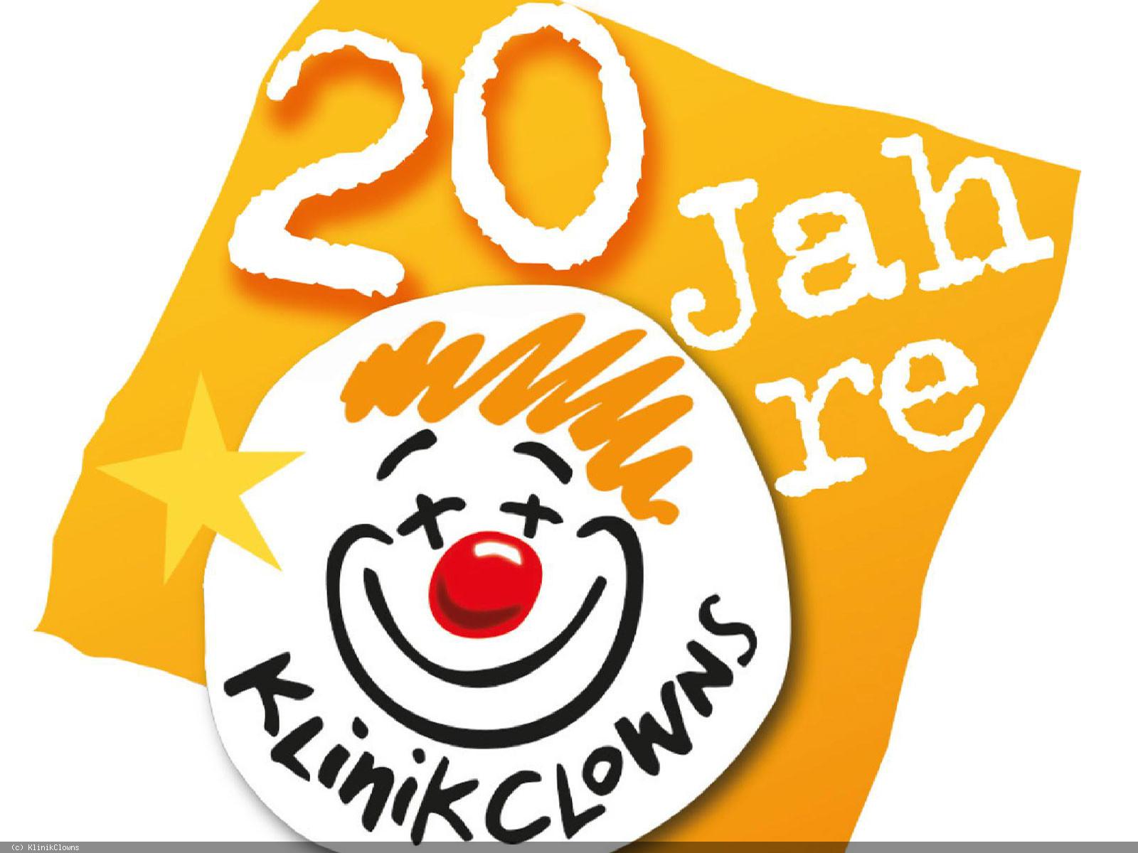 Oranges Logo 20 JahreKlinikClowns  mit Strichzeichung eines lachenden Clowns. Foto: KlinikClowns