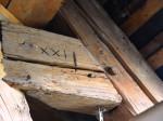 Historischer Balken des Dachstuhls im Notburgaheim.