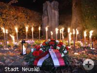 Kranz mit Fackeln am Kriegerdenkmal in Hammel.