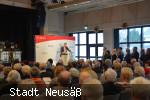 Bgm. Greiner am Rednerpult mit Publikum