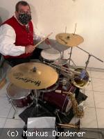 Stadtkapelle Neusäß - Schlagzeuger mit Mundschutz