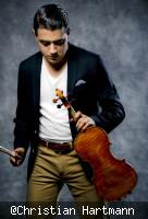 Sandro Roy mit Geige