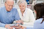 Senioren bei der Beratung. (c) contrastwerkstatt - fotolia