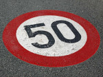 Strassenmarkierung Tempo 50. Bild: Martina Berg - fotolia