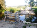 Bauarbeiten an der Fußgängerbrücke am Schloss Hainhofen