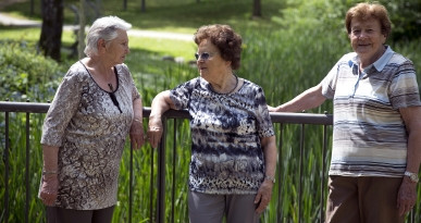 Senioren im Schmutterpark. Foto: Ulrike Klumpp