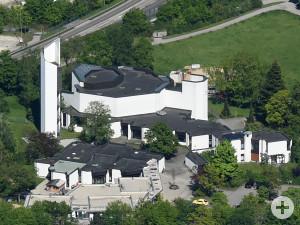 Blick von oben auf die Kirche Sankt Thomas Morus. Foto: Marcus Merk