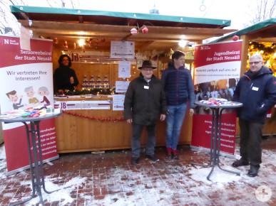 Jugend- und Seniorenbeirat auf dem Neusässer Weihnachtsmarkt