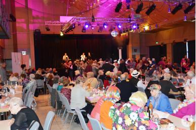 Beim Seniorenfasching der Stadt Neusäß wurde geschunkelt und das Tanzbein geschwungen.