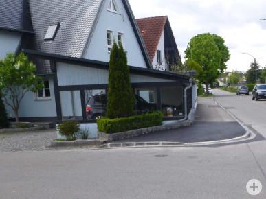 """Eine sogenannte """"Gehwegnase"""" bietet Schulkindern und Fußgängern mehr Sicherheit beim Queren der Flurstraße."""