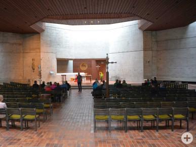 Innenraum der Kirche St. Thomas Morus