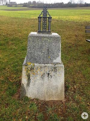 Das Feldkreuz bei Hainhofen wurde beschädigt.